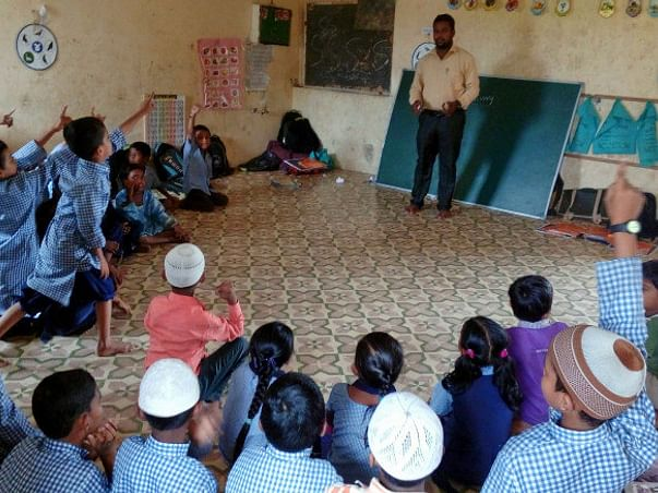 Help children in Mahuva to have books in hand and shape their future