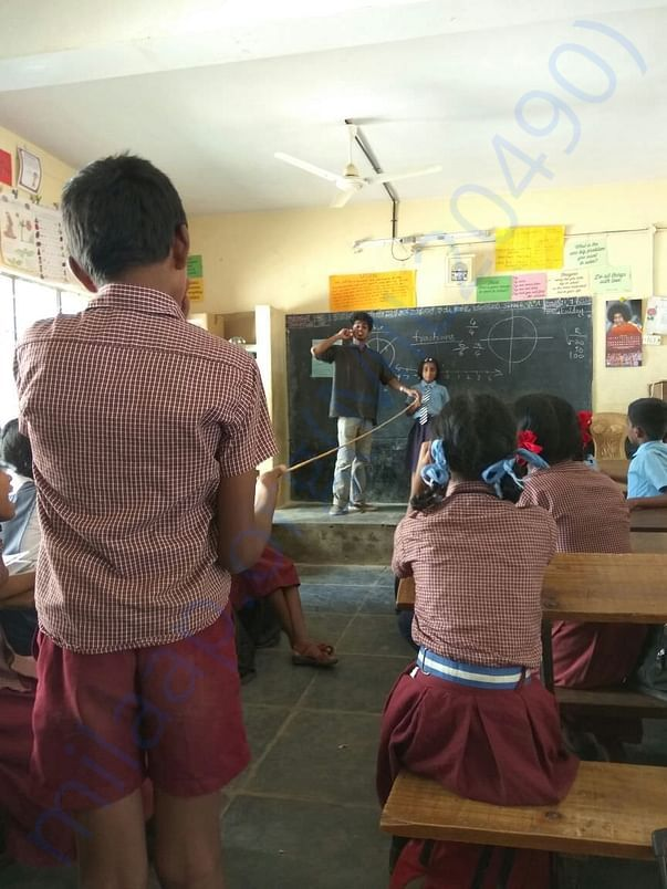 Pranav Sir, doing an activity to help kids visualise the number line