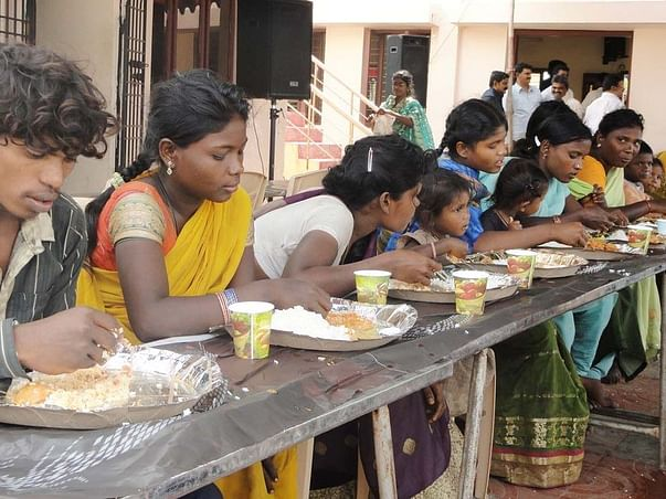Project Zaroorat - Help Provide A Meal For The Ones In Need