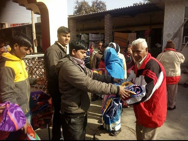 Blanket distribution in Lucknow