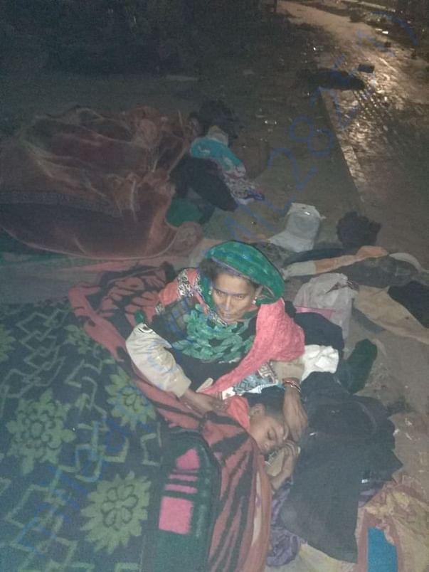 Ladies and Kids sleeping at Roadside