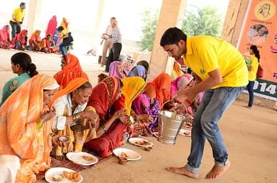 Volunteers at Annakshetra