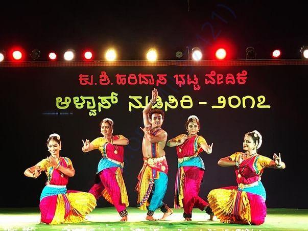 Shailusham Dance Ensemble International Performance Pic