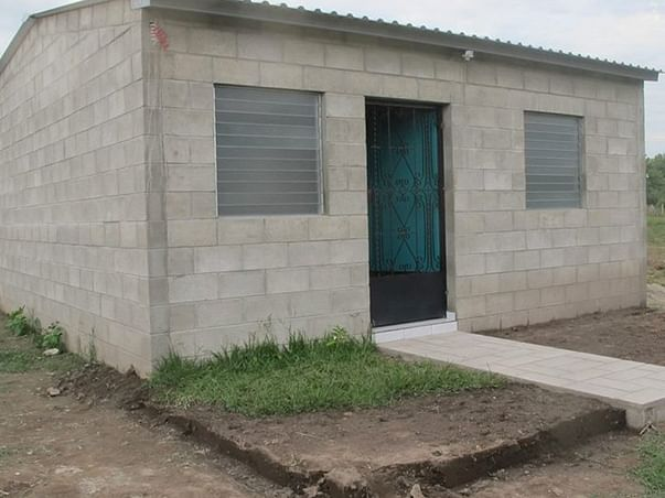 Help Alamelu Build A Home For Herself And Her Children.