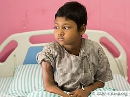Poor parents need urgent help to save their 9-year-old from cancer