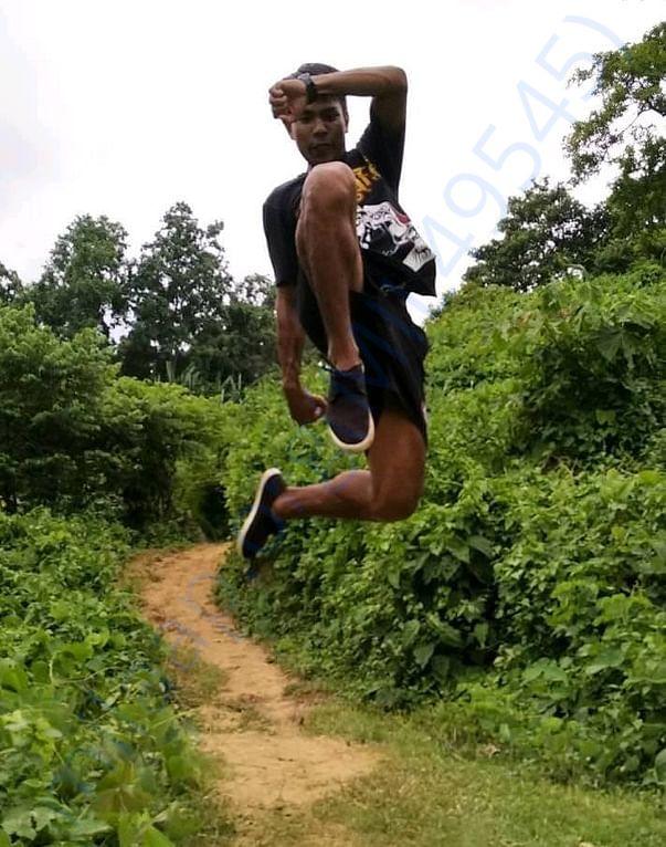 Muaythai Flying Knee, his Idol is Tony Jaa super star