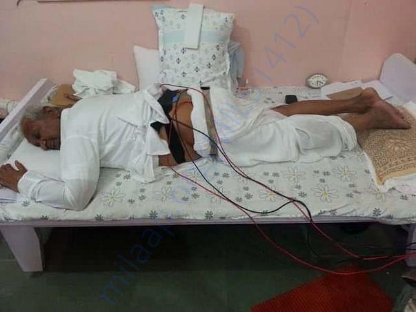 Treating adarniya Anna Hazare ji for there back pain