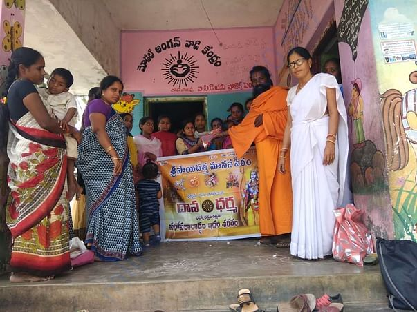 SWAMYJI WITH ANGANWADI HELPERS AND PATIENTS