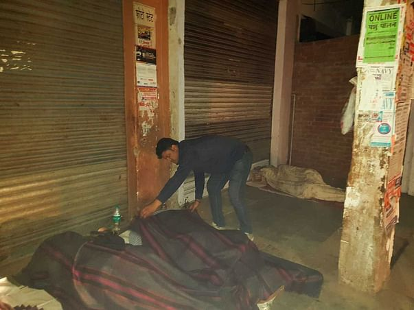 Help Preeti To Distribute Blankets to People Living on Footpaths