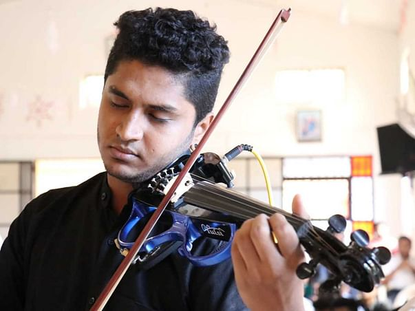 Help Jestin Perform and Be A Violinist