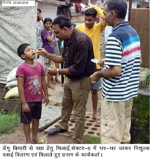 Pranam's volunteer providing free vaccination of Dengue to children