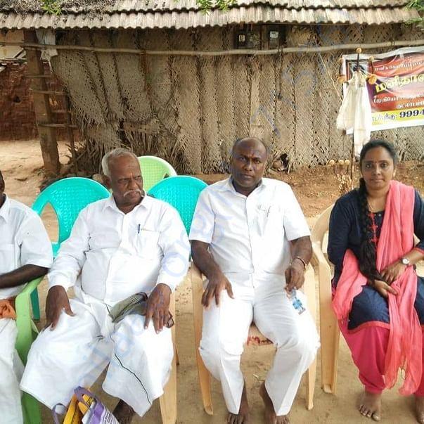 Meenakshi Sundaram and some volunteers