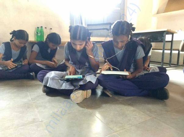 Students with Tablab2