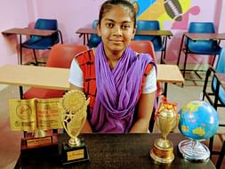 Help Reena Roy - A Doctor In Making
