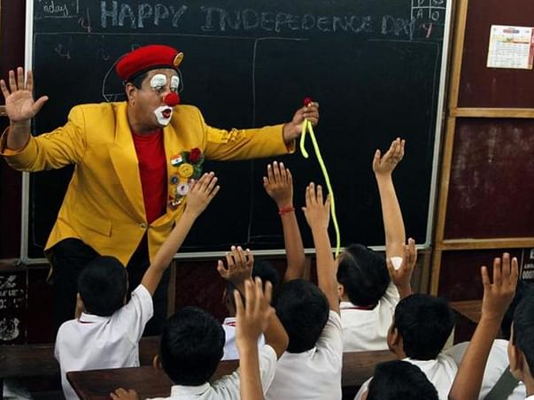 Navy Officer Turned Clown To Make Cancer Children Happy