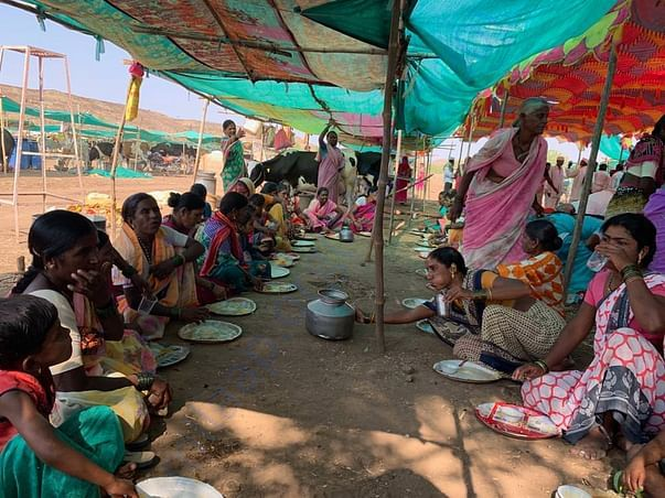 Balwant Foundation providing one time meal to farmers residing at camp