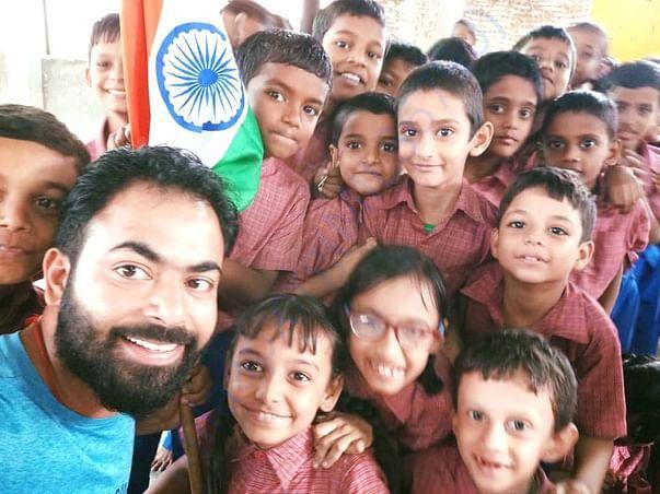 Ashish Sharma- spreading awareness on child begging- visits Ek Prayaas