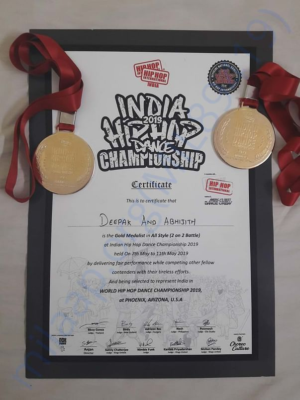 Certificate from HHI and gold medals