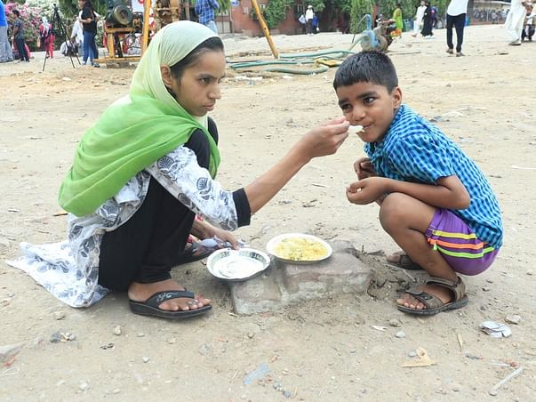 Help us in feeding 500+ Patients  and their families Daily.