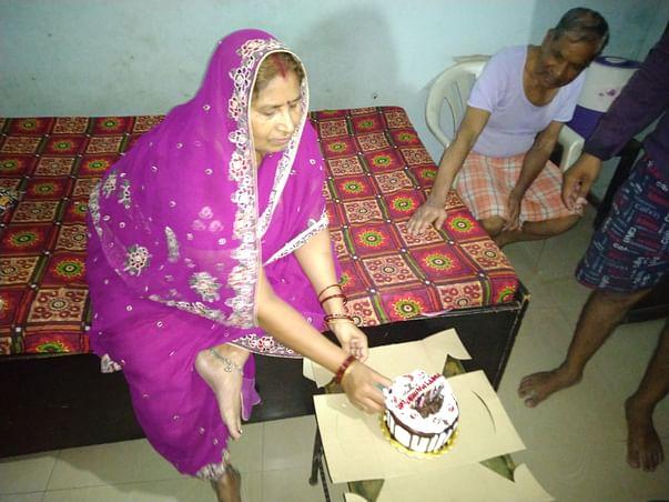 Help My Mother Undergo Knee Replacement Surgery