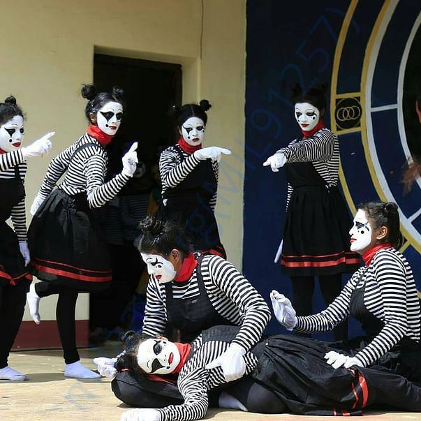 Our mime team last year https://www.youtube.com/watch?v=ttil9pqLKDw&fe