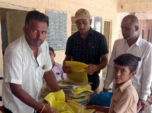 असहाय व गरीब बच्चों को शिक्षा में सहायता हेतु प्रयासरत संस्थान