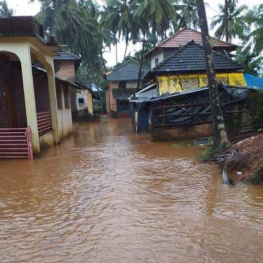 HOUSES ARE BADLY DAMAGED BECAUSE oF FLOOD