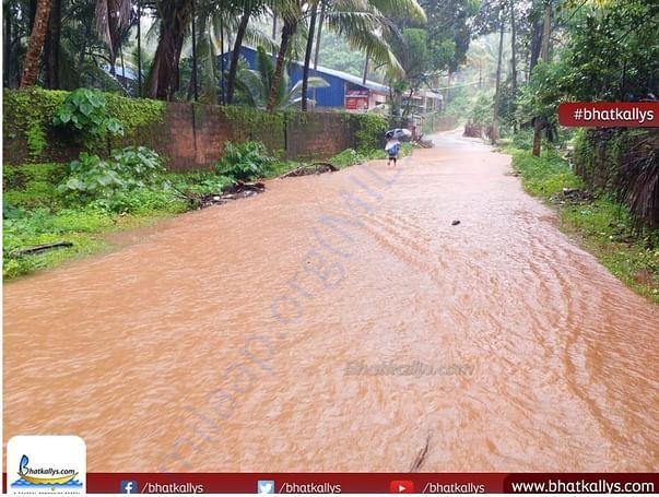 Helpless child suffering because of heavy rain..