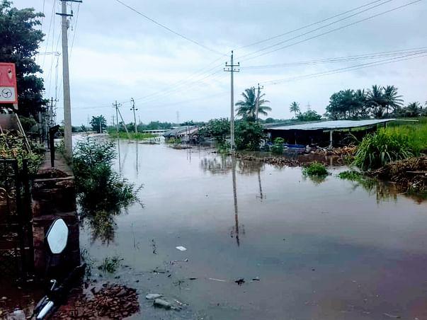 Help To Flood Affected People in Karnataka