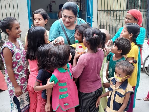 Delhi Lady Helps Terminally Ill Children Outside AIIMS