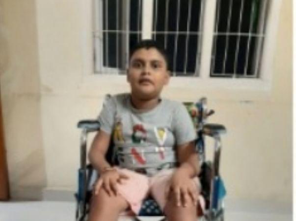 Help MASTER Naithik To Fight DMD