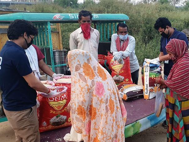 Help Us Feed 1000 Families In Ghaziabad Slums.COVID2: Economic crisis
