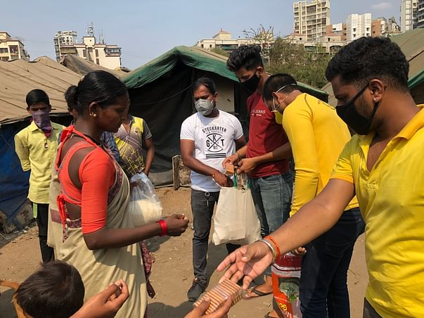 Halp Anchal serve food to the daily wagers in navi mumbai
