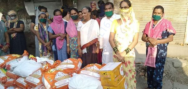 distributed 100 pckts of o1 month dry ration in borivali east to needy