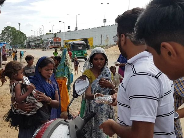 Help shikhar serve food to the daily wagers in gujrat during lockdown