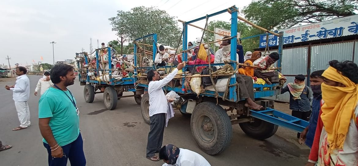 Distribution OF food to Sugarcane migrant worker