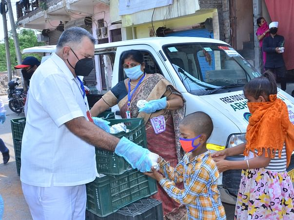 COVID-19 NGO distributing food, masks and sanitizers in slums of DELHI