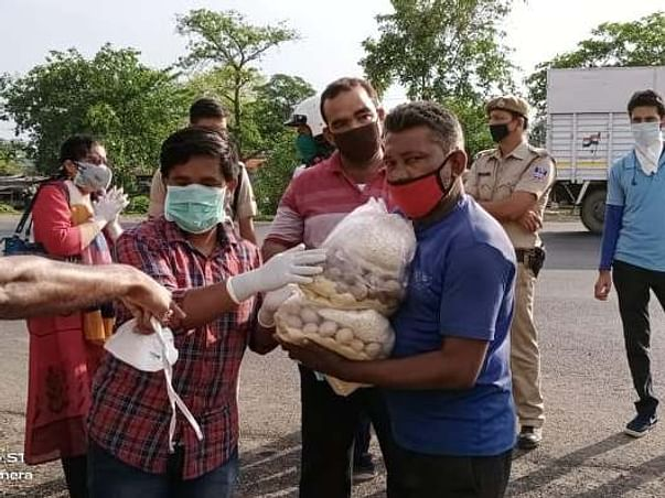 Support Pather Dishary Distribute Food Ration