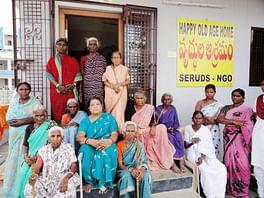 donate-oldage-home-india-helpage-elderly-poor