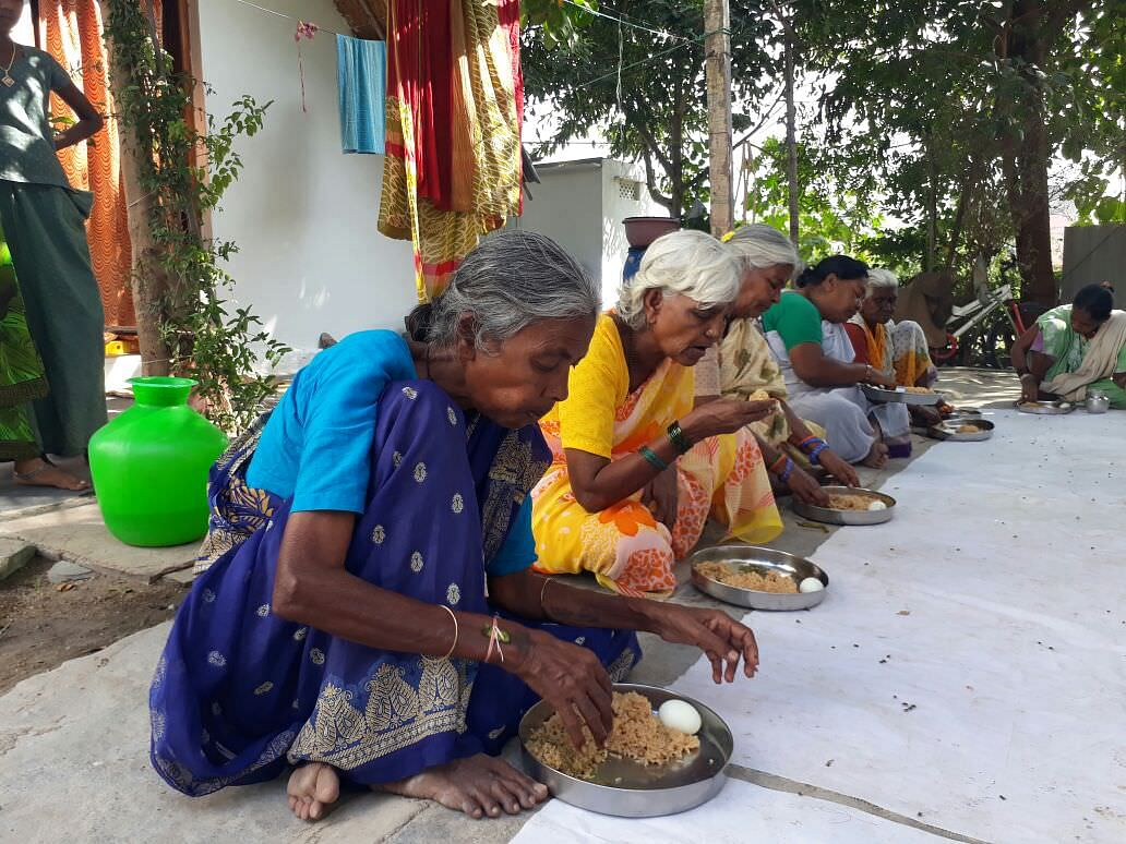 middaymeal sponsorship for poor oldage people in andhrapradesh milaap