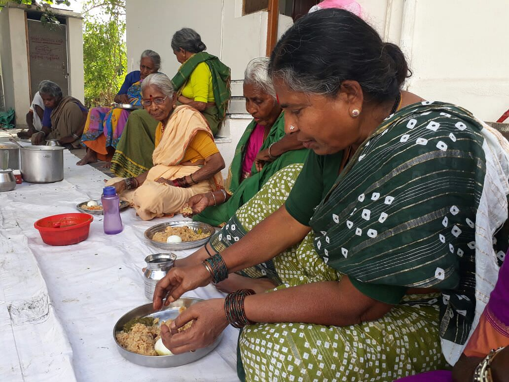 Meal donation for poor needy oldage people helpaged by donating milaap