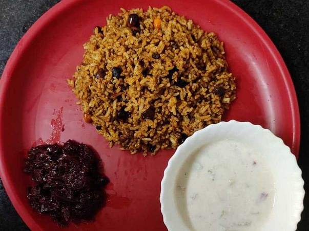 Help four friends deliver homemade food in Bengaluru