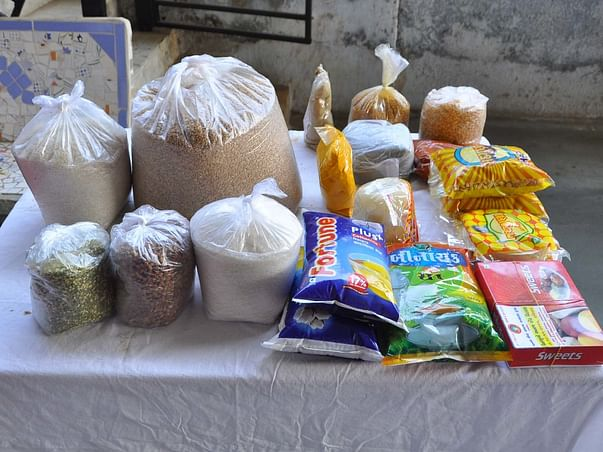 Support Vindhya Vasini  distribute grocery kits to daily wage workers