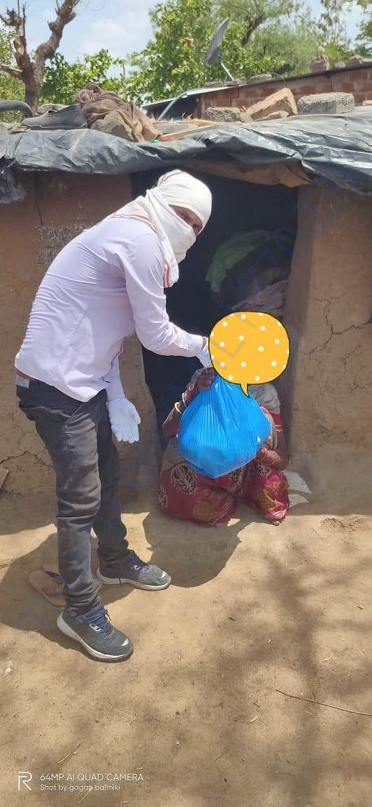Ration given to migrant workers of Odisha