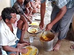 बाढ पिड़ित सरैया के सामुदायिक रसोई और वंचितो के लिए धन जुटाने मे मदद