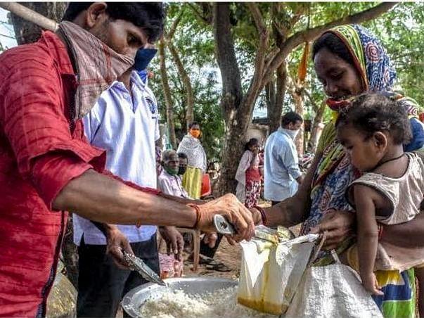 Covid 19 helping poor people food