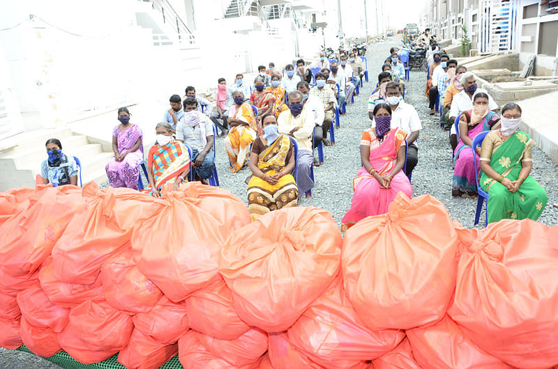 groceries kits distribution to migrant labourers in andhrapradesh