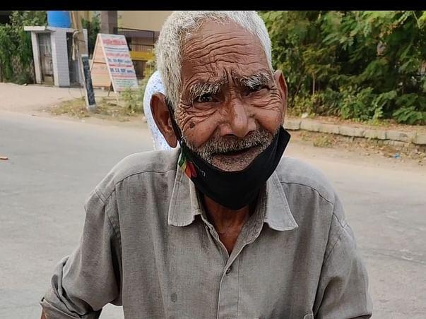 Jhalmuri waale Baba