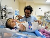 This Helpless Father Only Gets 1 Minute A Day To Spend With His Dying Newborn