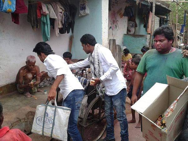 Help Distribute Food To Labourers & Migrants